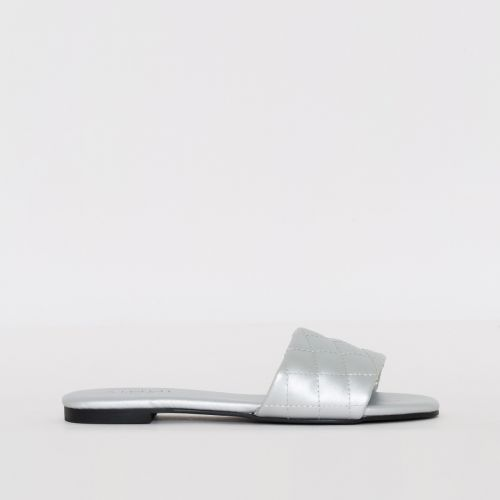 Aneka Silver Quilted Flat Sliders